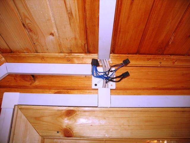 Прокладка в кабельных каналах (коробах, плинтусах) / Внутреннее электроснабжение / Электрооборудование загородного дома - OUTDOO